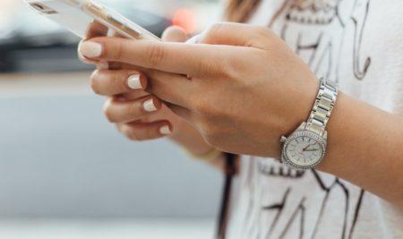 Efekt dymu na paznokciach – krok po kroku