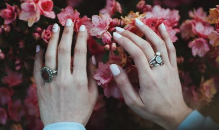 Kwiatowy manicure – wiosna na paznokciach!