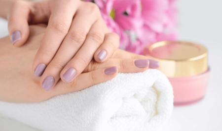 Jak dbać o skórki wokół paznokci?